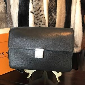 Authentic Louis Vuitton taiga selenga clutch